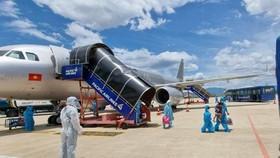 Gần 400 người dân có hoàn cảnh khó khăn tại TPHCM được hỗ trợ về trên 2 chuyến bay