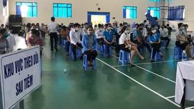 Buổi tiêm vừa qua của tỉnh Quảng Nam gây tranh cãi vì có nhiều đối tượng được tiêm làm ở doanh nghiệp xây dựng, bất động sản