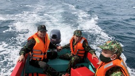 Quảng Nam: Huy động nhiều tàu, ca nô tìm kiếm ngư dân mất tích trên biển
