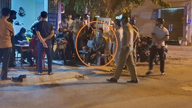 Đối tượng Lê Ngọc Hoàng bị người dân cùng lực lượng công an bắt