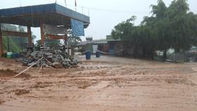 Sạt lở xảy ra ngay tại trung tâm xã Trà Mai (huyện Nam Trà My, tỉnh Quảng Nam)