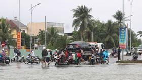 Nhiều khu vực trên địa bàn TP Tam Kỳ ngập sâu, phương tiện bị hư hỏng do ngập nước