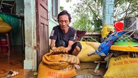 Quảng Nam: Nước lũ bắt đầu rút, người dân tranh thủ dọn dẹp