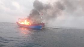 Tàu cá NA 97678 TS bốc cháy dữ dội, ước tính thiệt hại hơn 13 tỷ đồng