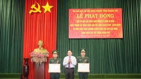 Thừa ủy quyền của Chủ tịch nước, ông Nguyễn Văn Hùng, Bí Thư tỉnh ủy Quảng Trị trao tặng Huân chương Chiến công hạng ba cho các tập thể, cá nhân