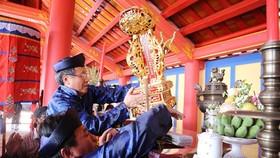 Long vị vua Hàm Nghi được đặt lên án thờ trong Đền tưởng niệm vua Hàm Nghi và các tướng sĩ Cần Vương.
