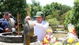 Phó Thủ tướng Thường trực Chính phủ Trương Hòa Bình dâng hương tại Thành cổ Quảng Trị