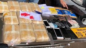 Bắt giữ 5 đối tượng người Lào vận chuyển 60.000 viên ma túy tổng hợp