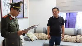 Lực lượng chức năng khám xét nơi ở của Phan Bùi Bảo Thy. Ảnh: Công An Quảng Trị