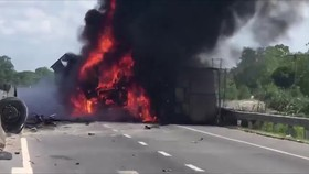 Xe tải tự gây tai nạn rồi bốc cháy dữ dội trên quốc lộ 1A