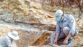 Quả bom được phát hiện tại bờ sông Sê Pôn (huyện Hướng Hóa, tỉnh Quảng Trị) gần khu vực biên giới Việt Nam – Lào