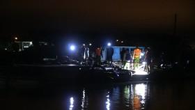 Lực lượng chức năng bắt giữ 4 tàu khai thác cát trái phép.