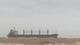 Một tàu hàng cùng 20 thuyền viên mắc cạn trên vùng biển Quảng Trị