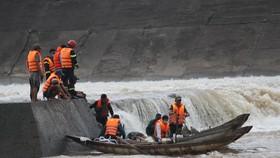 Cứu hộ thành công 7 người bị mắc kẹt giữa đập thủy lợi Nam Thạch Hãn