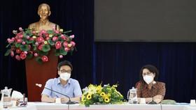 Phó Thủ tướng Vũ Đức Đam trong buổi làm việc cùng Trung tâm An sinh TPHCM sáng 31-8