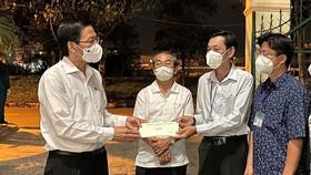 """Chủ tịch UBND TPHCM Phan Văn Mãi: """"Đêm hôm cũng phải có thuốc cho người dân"""""""