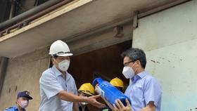 Phó Thủ tướng Vũ Đức Đam thăm trạm bơm oxy và các F0 khỏi bệnh tham gia chống dịch