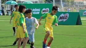 """Học sinh tại TPHCM tham dự """"Festival bóng đá học đường TPHCM"""" tổ chức vào giữa tháng 5. Ảnh: HFF"""