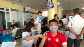 CLB Thanh Hóa đã hoàn tất mũi tiêm vaccine đầu tiên. Ảnh: THFC