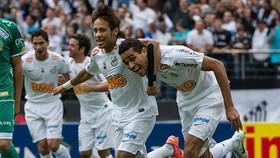 Alan Kardec thời còn chung màu áo Santos với siêu sao Neymar
