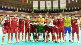 Tuyển futsal Việt Nam chụp hình với huyền thoại futsal Falcao khi sang Brazil tham dự giải giao hữu cuối năm 2014