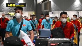 Đội tuyển futsal Việt Nam có mặt tại sân bay vào tối qua (ngày 25-8). Ảnh: ANH TRẦN