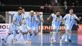 Argentina đánh bại Nga trên chấm luân lưu để vào bán kết Futsal World Cup 2021. Ảnh: GETTY