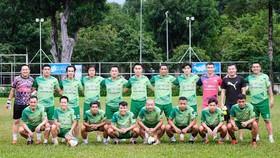 Một đội bóng tập hợp các cầu thủ trên 35 tuổi ra cuối tuần ở quận Phú Nhuận. Ảnh: VIỆT QUỐC