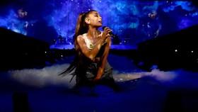 Sau Ariana Grande, The Chainsmokers sẽ đến Việt Nam