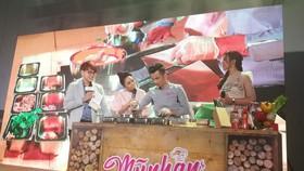 Diệu Nhi, Sỹ Thanh, Diệu Ngọc cùng vào bếp với Top Chef Hoàng Nhân