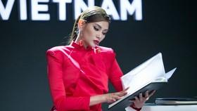 Siêu mẫu Võ Hoàng Yến chính thức trở thành host của Vietnam's Next Top Model 2019