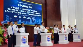 Các đại biểu tại lễ công bố
