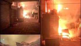 Hậu Giang: Hàng chục ki ốt, sạp quần áo ở chợ thị xã Long Mỹ bị cháy rụi