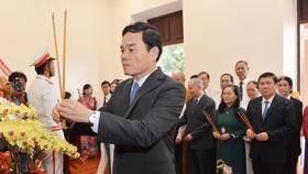Phó Bí thư Thường trực Thành ủy TPHCM Trần Lưu Quang cùng đoàn lãnh đạo TP dâng hương Chủ tịch Hồ Chí Minh, tại Bảo tàng Hồ Chí Minh, Chi nhánh TPHCM. Ảnh: VIỆT DŨNG