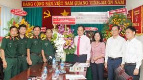 Đồng chí Trần Lưu Quang thăm, chúc mừng các cơ quan báo chí