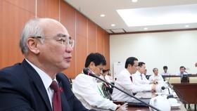 Đồng chí Phan Nguyễn Như Khuê, Ủy viên Ban Thường vụ Thành ủy, Trưởng Ban Tuyên giáo Thành ủy chủ trì họp báo sau ngày làm việc đầu tiên của Đại hội đại biểu Đảng bộ TPHCM. Ảnh: HOÀNG HÙNG