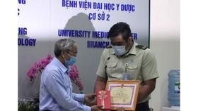 Khen thưởng nhân viên bảo vệ bắt tội phạm đêm mùng 1 Tết