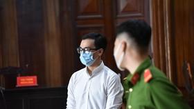 Bị cáo Dương Tấn Hậu tại tòa sáng 30-3. Ảnh: MAI HOA