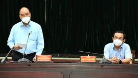 Chủ tịch nước Nguyễn Xuân Phúc đồng ý chủ trương giãn cách tại TPHCM thêm một thời gian nữa