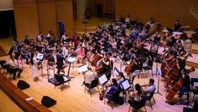 Nhạc trưởng Dàn nhạc Giao hưởng Mặt trời hết lời ngợi ca những nỗ lực của ca sĩ Phạm Thùy Dung