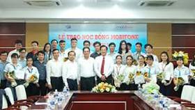 25 sinh viên Đại học Quốc gia TPHCM nhận học bổng Mobifone 2019