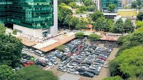 Khu đất 8 - 12 Lê Duẩn (TPHCM) được định giá rẻ bán cho các nhà đầu tư. Ảnh: HOÀNG HÙNG
