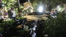 """Hiện trường vụ xe """"điên"""" tông chết 2 nữ sinh"""