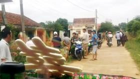 Cán bộ thôn Sơn Tây chặn xe rước dâu con trai bà Thu vào ngày 17-10