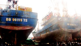Vừa thay lại máy chính hãng, tàu cá vỏ thép chưa kịp đánh bắt lại hỏng máy
