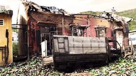 Kho chứa 4.000 thùng thuốc xịt kiến, gián, muỗi... bốc cháy, nổ như đạn pháo