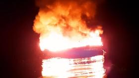 Tàu cá của 11 ngư dân Bình Định chập điện, cháy ở biển Trường Sa