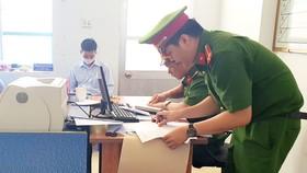 """Khởi tố 4 cán bộ, lãnh đạo """"chạy"""" sổ đỏ ở Phú Yên"""