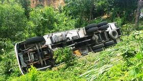Xe tải bất ngờ lao xuống đèo cán chết tài xế