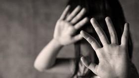 Tạm giữ thanh niên hiếp dâm cháu bé 8 tuổi